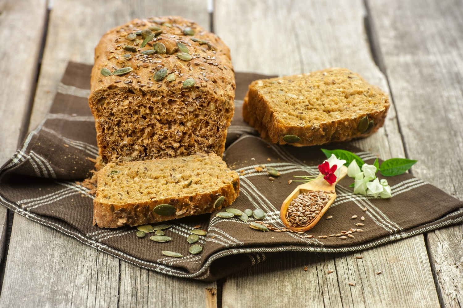 Flax bread can decrease risks of breast cancer | Shutterstock